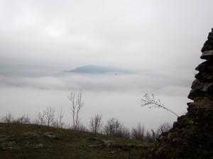 a mindent beburkoló köd